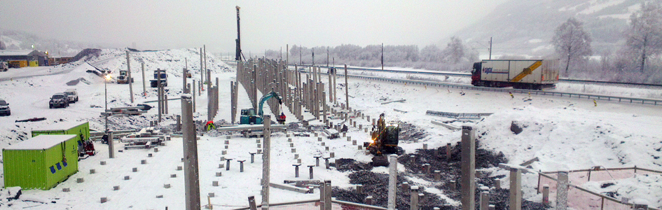 Setter over 660 betongpeler på E6