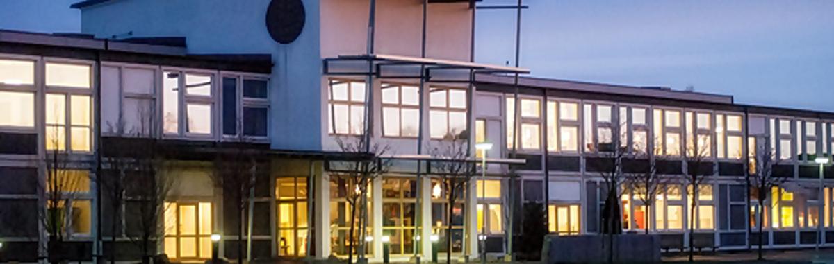 Terrazzoslipade fasadelement till skola