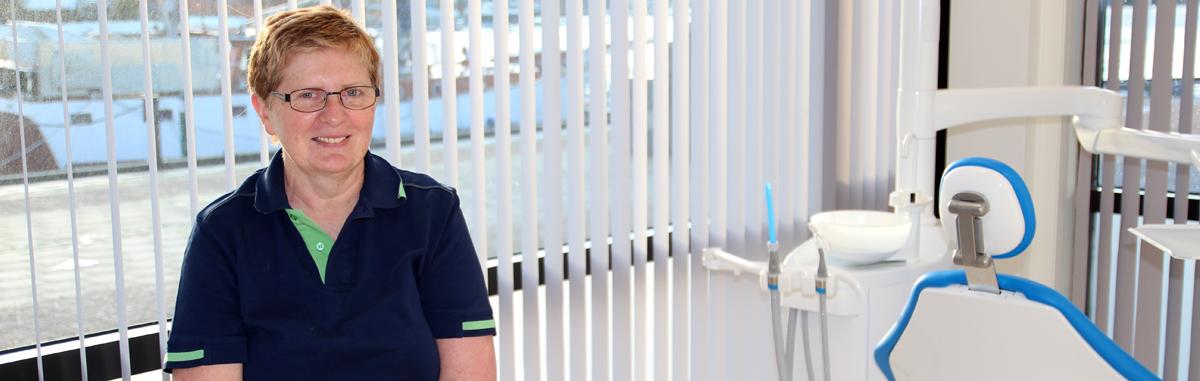 Ny tannlege i Halden tilbyr tannregulering